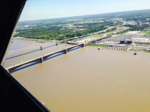 I couldn't resist another picture of the river from the top of the arch, looking in north