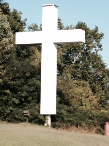 Driving along the highway on our way to Shiloh, we came upon this enormous cross - there was no church or other building around, just tis cross.  Notice that it matches the height of the adjacent full-grown trees!