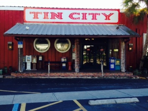 An alternative shopping/dining area to downtown is Tin City, a funky collection of old metal industrial buildings on the harbor that were converted to restaurants and shops