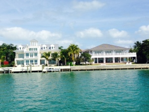 A couple of the spectacular houses in Key Biscayne overlooking the water.  We looked for the ghost of Richard Nixon, but saw nothing...