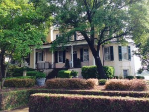 George Washington stayed in this house on his tour of the South in 1791