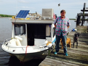 A unique Looper - this is our first encounter with Bob, who started in Minneapolis and is doing the Loop solo in a 26 foot houseboat on a shoestring budget - he has a small chart plotter but no paper charts on board, and two dogs to keep him company.  YIKES!