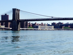 OK, I know - not another bridge! But I couldn't resist, even though I included a picture of the Brooklyn Bridge on our passage through New York a year ago. But such a bridgehistory!